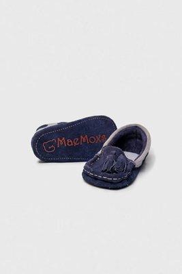 <p>Moccs hechos con 100% cuero natural vacuno, ergonómicos e hipoalergénicos. De suela blanda antideslizante hecha con cuero gamuzón. Son súper ligeros, suaves y flexibles que le darán al bebé la protección que necesita sin entorpecer su crecimiento y desarrollo natural y dejando total libertad de movimiento a sus pies, dedos y tobillos..... ¡como ir descalzos!</p>  <p>Medidas:</p>  <p>Talla 17: 11cm</p>  <p>Talla 18: 12 cm</p>  <p>Talla 19: 13 cm</p>
