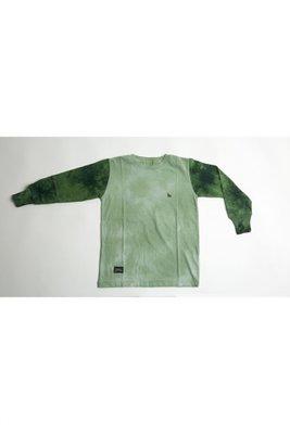 <p>POLO Verde batik MANGA LARGA CON MANGAS EN verde oscuro batik. Inspirado en la selva amazonica. Hand Dyed, cotton blend</p>  <p>Ancho:</p>  <p>Talla 4: 34cm;        Talla 6: 36cm;         Talla 8: 39cm;                Talla 10: 41cm;                Talla 12:43cm</p>  <p>Largo:</p>  <p>Talla 4: 45cm;        Talla 6: 47cm;         Talla 8: 50cm;                Talla 10: 53cm;                Talla 12: 55cm</p>