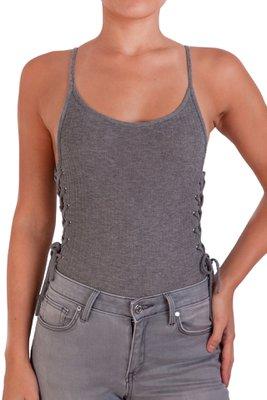 Body basico de rib, con espalda baja, tiritas y detalle en los costados.      Medidas:    Talla Largo Busto XS 59cm 24cm S 60cm 27cm