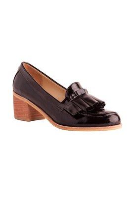 Zapatos de cueroen negro y plateado con taco de 5 cm.
