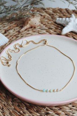 * Todos los collares y pulseras son iguales, solo llevan distintas piedras.  * Las cadenas son regulables al tamaño que deseen.  * Las cadenas son de acero, para el cuidado de estas es necesario no exponerla al agua o perfumes.