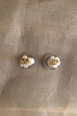 Micro Aretes de 7 mm de alto y ancho, hechos a mano.  Material: Alambre gold filled 18k y/o tinned copper  Acabado: Bañado en oro de 18k  Piedras: Murano y mostacilla