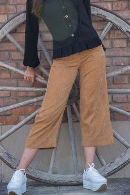 Culotte de corduroy.  Medidas    Talla Cintura Largo Cadera S 70cm 90cm 96cm M 72cm 92cm 100cm L 78cm 93cm 104cm