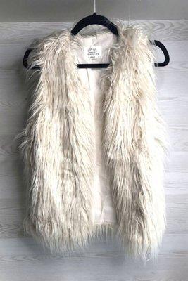 Talla: 14: equivalente a XS Marca: Zara Girls Color: Beige con pelitos NO SE ACEPTAN CAMBIOS NI DEVOLUCIONES ENTREGAS A PARTIR DEL 11 DE JULIO