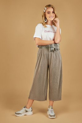 Culotte de algodón con tela brillosa.  Medidas:  Talla Cintura Largo S 31cm 82cm M 34cm 82cm