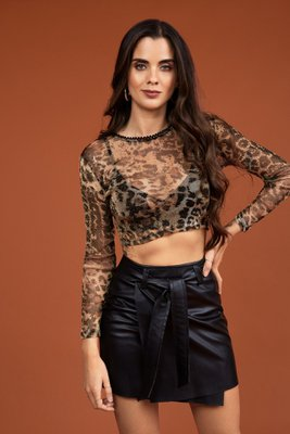 Top en Tul strech con detalle en el cuello.  Color: estampado animal print.