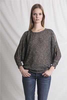 Polo con aberturas en el hombro y brazos.  Material: algodón.  Talla Standard.  Es un estilo suelto, adaptable.  Busto Largo Mangas 176cm 63cm 58cm