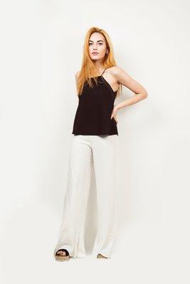Pantalón de algodón con cierre invisible en la parte de atrás.  Material 100% Rayón