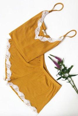 Pijama de dos piezas.  Material: 95% algodón viscosa y 5% spandex.