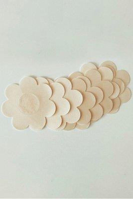 Cubre pezones descartables en forma de pétalo resistentes al agua y sudor, delgados y ligeros.    ¡Vienen en un pack de 5 pares!