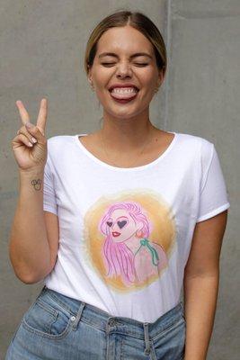 Polo holgadocon diseño inspirado en Didi de cabellos rosado.    Material: algodón.  Medidas:  Talla S: busto: 80 cm / cintura: 60 cm  Talla M: busto: 90 cm / cintura: 70 cm  Talla L: busto: 100 cm / cintura: 90 cm