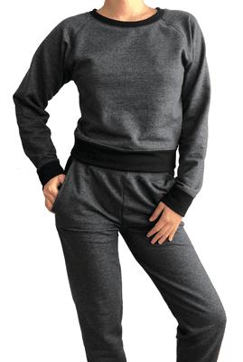 Cómodo conjunto de tela suave afranelada por dentro para estos días fríos. Pantalón estilo jogger holgado.  Talla: Standard que da a un S o M.  Material: Tela 100% algodón afranelada por dentro.  Color Negro: combinación de negro con graffito enpretinas, cuello y puños.  Color Gris:combinación de graffito con negro enpretinas, cuello y puños.    Medidas  Buzo  Cintura 66 cm  Largo 103 cm    Polera  Busto 86 cm  Pretina abajo 80 cm  Largo 49 cm