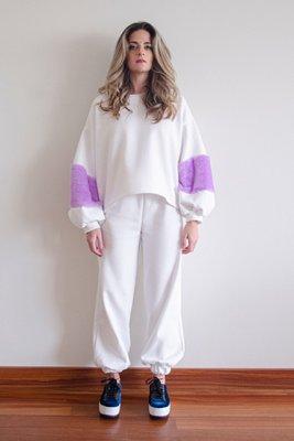 Jogger Bombacho en franela 100% algodón con pretina y basta en elásticos. Disponible en blanco y morado.