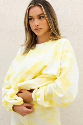 """Incluye el Sweatshirt de algodón Tie Dye.    Las compras realizadas hasta el del 10al 15de de juliose entregarán a partir del 25de julio.    El sweatshirt es """"oversized"""" ancho, grande, pero viene en talla S, M y L (foto es talla L).    Las medidas aproximadas de los Sweatshirt son: Small: largo 48 cm ancho 50 cm Medium: largo 53 cm ancho 55 cm Large: largo 60 cm ancho 60 cm    Tu prenda tie-dye ha sido hecha a mano por lo cual los diseños son únicos y los tonos de color varian. Para cuidarla, lávala a mano y sécala al aire libre (no en secadora). Espero te encante y no dudes etiquetarnos en tus fotos para poder compartir :)"""