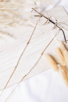Descripción: Sujetador de lentes con perlas de rio.  Material: Acero  Largo: 70cm aprox