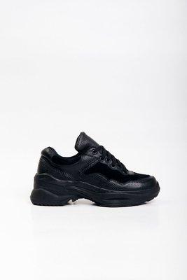 Sneakers negras de cuero con gamuza.  La horma es exacta, es la talla que normalmente usas.