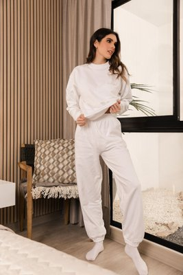 Pantalón de algodón afranelado por dentro con pretina en la cintura.  Disponible en blanco, negro y gris.