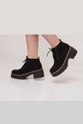 Suede (Material parecido a la gamuza pero especial para calzado)  Plataforma delantera 3 cm Plataforma trasera 5 cm  La horma es exacta, en esta marca serías la misma talla que usas normalmente.