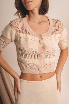 Chompa tejida con diferentes texturas  100% algodon  Este producto se entrega 15 dias despues de haber realizado la compra  Medida  Busto : 48cm  Largo : 46cm
