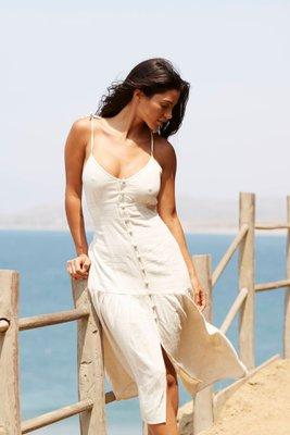 Vestido midi  Talla S: busto 34 cm, largo 112 cm  Talla M: busto 36 cm, largo 113 cm  Prenda tejida de 100% algodon