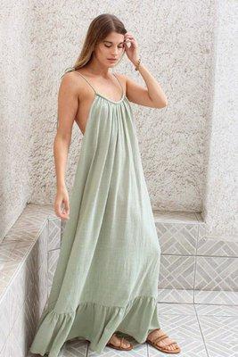 Vestido largo y fluido con escote bote  Color verde claro  Volados en falda  Manga ajustable con cintas  Material lino tolphia