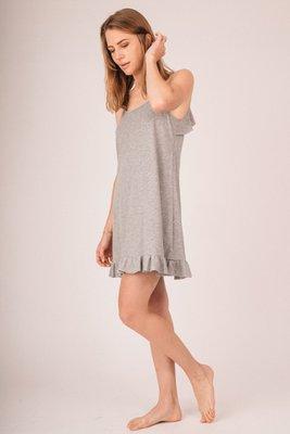 Vestido de tiritas con bobos en basta y espalda.  100% algodón pima.    Medidas (cms) contorno total:    TALLA PECHO (cm) CINTURA (cm) CADERA (cm) LARGO (cm) S 84   63 M 86   65 L 88   67