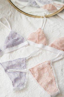 Panties Talla Única (TU) Pitas auto regulables que se amoldan al cuerpo de cada una  Encajes colombianos  Interior algodón  Lavar a mano