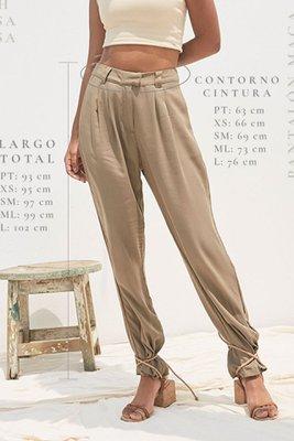 Pantalón de vestir, ligero, suelto y a la cintura.  Bolsillos en delantero y espalda.  Cierre y broche delantero.  Presillas en pretina para cinturones.  Material : 100% Rayón.