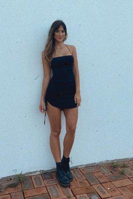 vestido negro mini tela crepe strech con tiras en la espalda