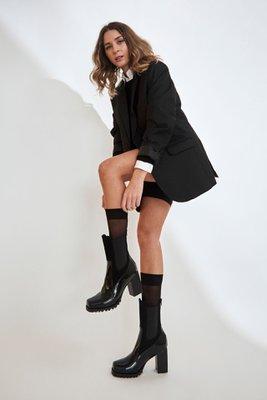Botines con taco de cuero negro  CAPELLADA: CUERO NATURAL / FORRO: TELA / ALTURA TACO: 9cm