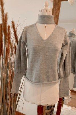 El material es de B@by Lana es una tela de algodón grueso y cálida. Es anti alérgica y no provoca picazón. Cada una de las prendas fueron elaboradas a mano para un mejor acabado.  Medidas:  Busto:STD: 102 cm  Largo:STD: 58 cm