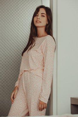 ¡El baggy set perfecto! El pijama más cómodo y suelto que se volverá tu segunda piel, elaborado con algodón viscosa premium. ¡Con estampado dibujado por nuestros artesanos peruanos! Cuidados: lavar con agua fría, no someter a secadora.