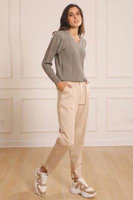 ¿Incomoda con los pantalones? Encontraste el fit perfecto para estar relajada y cómoda todo el día. Los Slouchys cotton a la cintura de Maja Since 2020.  Encuentralos en 3 colores: Palo Rosa (Nude), Fresa (Fucsia) y Beige. Muy versátil para ponerse con un top o una blusa a la cintura.  En talla S: 25-28 en pantalón.  En talla M: 30-34 en pantalón.      Talla Largo Cintura Cadera Equivalnte S 100 34 48 26-28 M 104 36 51 30-32