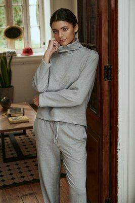 Daily uniform elabrado de french terry (99% algodón 1% spandex) es el tejido de algodón más comodo y ligero. Ideal para que vivas en el!