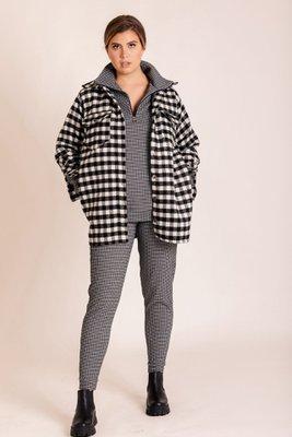 Abrigo estilo camisa paño y tweed.  Busto: 116 cm  Largo: 79 cm