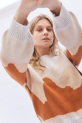 Chompa tejida en 100% algodón pima.  Fit Oversize