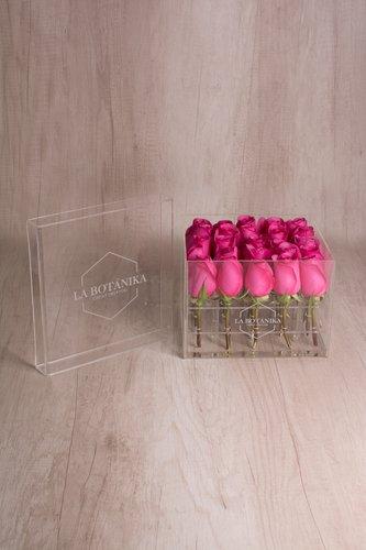 Caja redonda transparente + 25 Rosas.  Medida base: 21cm x 19cm