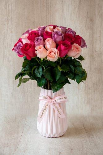 Florero de cerámica rosado + 40Rosas (Fucsias, Rosadas y Rojas)