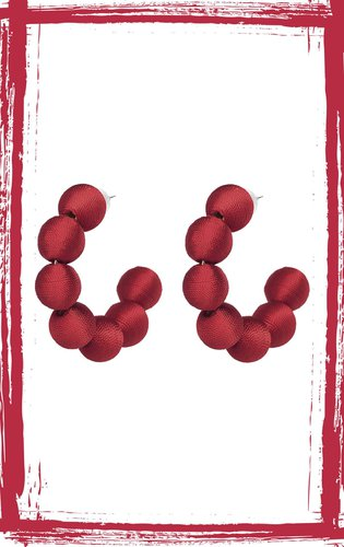 Argollas de bolas forradas en hilo. Alto: 6.5 cm, ancho: 1.8 cm, peso: 28 gr.