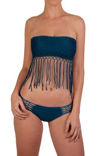 Bikini macrame strapless. 78% Nylon - 22% Elastane. Con forro completo. Lavar a mano, no usar lejia.    La modelo está usando talla S.