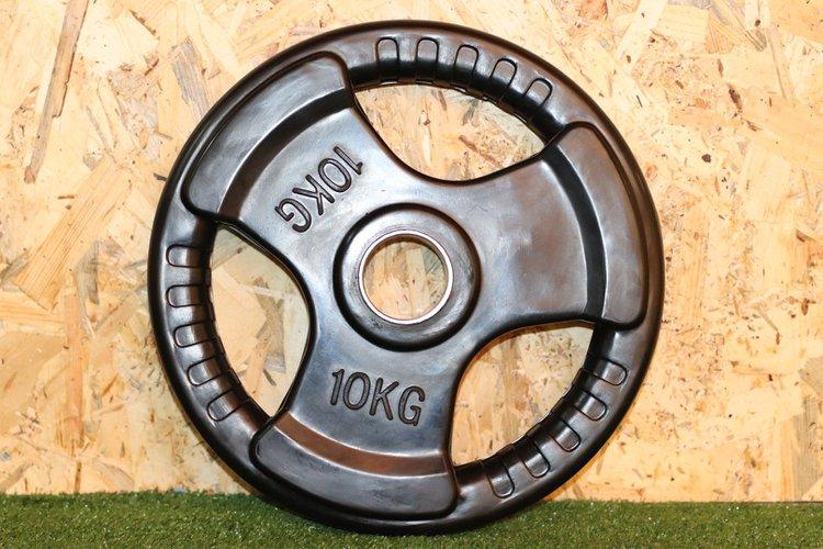 Disco de caucho para barra olimpica con 3 huecos de agarre y anillo de acero de 50mm  El Peso es de 10Kg.  Precio Incluye 1 unidad