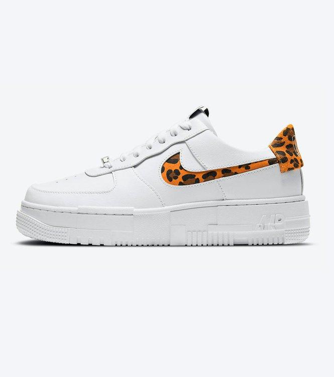 Estado:DISPONIBLE EN STOCKModelo:Nike Air Force 1 Low Pixel SE Leopard Print White Gum  Color: BlancoCondicion:NuevoEnvios:A todo el PerúProducto:100% Original(Autentificado)  ACEPTAMOS TODAS LAS TARJETAS:::: ENVIOSA TODO EL PERU :::     Entrega a domicilio:De 2a 3días hábiles.Nota:Realiza tus consultas porWhatsapp922700102  Talla: 36 36.5 37.5 38 38.5 39