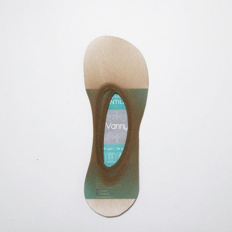 -Media anamotómica, suave y transparente. -Hecho en Perú Composición 97% nylon 3% spandex