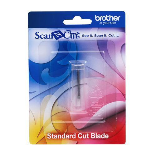 Se introduce en el soporte de color turquesa.  Para papel, tela y cartulina.  Para materiales mas gruesos usaremos la cuchilla de corte profundo.  Cuando la cuchilla se desgaste cámbiala por una nueva para mayor precisión en el corte.