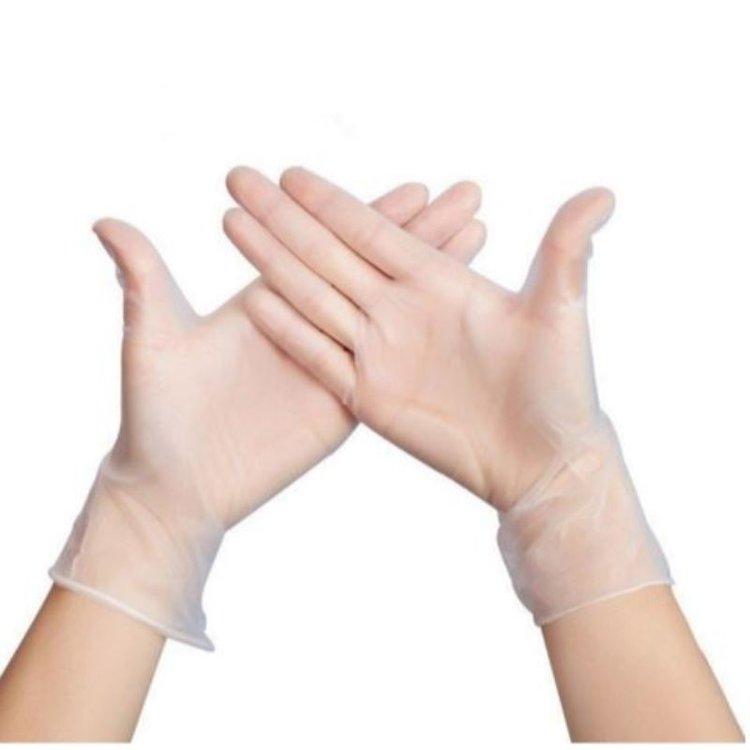 Los guantes de vinilo no ofrecen ningún tipo de reacción alérgica. Proporcionan un gran agarre y un movimiento adecuado para los dedos. Así mismo son suaves y cómodos a la vez que son muy económicos. Es verdad que no son tan fuertes como otros, pero los guantes de vinilo siguen siendo una buena opción para tareas de riesgo bajo, ya que tienen buenas propiedades anti estáticas y son altamente resistentes a las grasas, ácidos y alcoholes. Los casos más comunes en los que se usa guantes de vinilo son los preparados alimenticios, la limpieza de superficies entre otros. La caja x 100 unidades de guantes. Tenemos todas las tallas. el cajon master cuenta con 10 cajitas de 100 guantes Son Recomendables para realizar tareas cortas y tienen un confort y elasticidad aceptables. MULTIUSOS. Ideales para: - COSMETOLOGIA - MANIPULACIÓN DE ALIMENTOS - USO MEDICO Y DENTAL - VETERINARIO - AGRICOLA - INDUSTRIA - ENTRE OTROS. precio al por mayor.