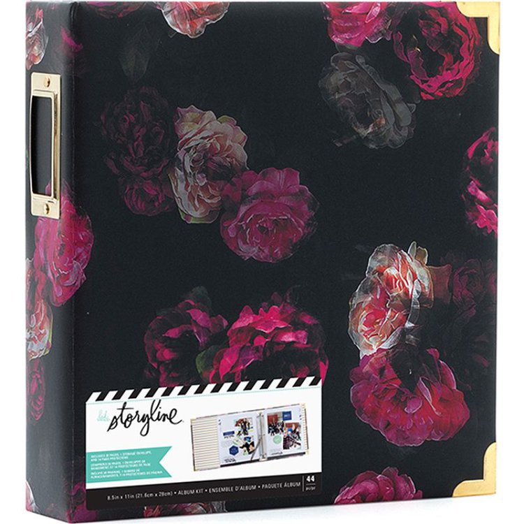 """Tómese el tiempo para escribir sus historias y guárdelas en el hermoso Álbum D-Ring Dark Floral de 8.5 """"x 11"""" de Heidi Swapp.El paquete incluye un álbum de anillo en D que tiene 28 páginas, un sobre de almacenamiento y 14 protectores de página."""