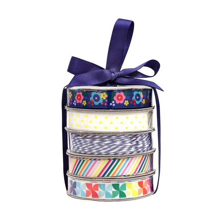 """Cinta Satinada """"Cheerful""""  Perfecto para tarjetas, regalos, páginas de álbumes de recortes y mucho más! Este paquete contiene cuatro bobinas de cintas satinadas y una bobina de hilo en patrones de colores brillantes.  Equipo Scrapyart"""