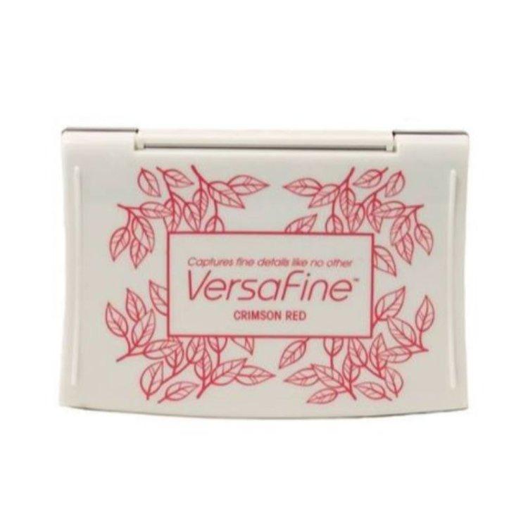 """Tinta VersaFine """"Crimson Red""""  Versafine es la tinta de pigmento única de Tsukineko con una capacidad extraordinaria para capturar imágenes nítidas y detalladas; Es un favorito de los estampadores sazonados y es considerado por muchos como la mejor tinta de estampado disponible.  Equipo ScarapyArt."""