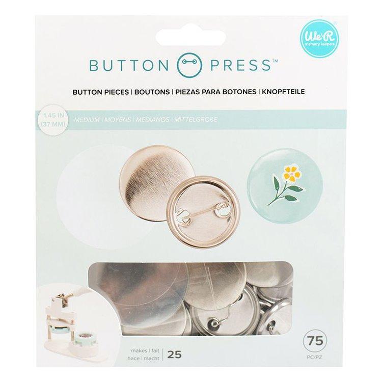 ButtonPress Kit de Chapas Medium  Podrás realizardivertidos botones con el kit de Chapas de recarga que se usa con La Button Press deWe R Memory Keepers . El paquete incluye setenta y cincobotones pequeños de 37mm .  Cantidad: 75 piezas = 25Chapas  Equipo Scrapyart