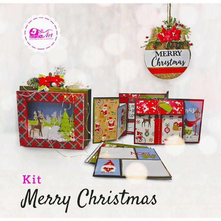 Kit Merry Christmas  - Album con Caja   Dimensión caja: 19.5 x 17 cm   Dimensión álbum 16 x 14.5 cm   4 estructuras de tarjetas con capacidad para colocar 15 fotos.  - Bola navideña   Base de madera forrada con lino tipo corcho vintage, mide 14 cm de  diámetro.  Equipo Scrapyart